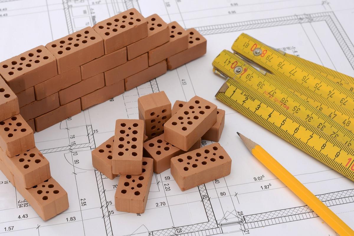 ¿Qué beneficios conlleva implementar sistemas ERP en empresas constructoras?